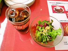ランチのドリンクバーとサラダ